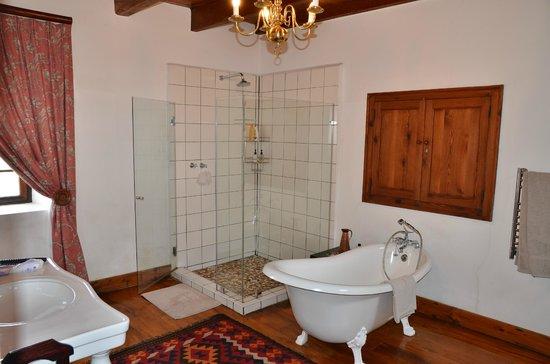 De Hoop Nature Reserve: Ensuite bathroom at Master bedroom Opstal Manor House