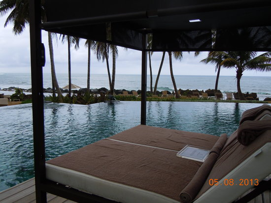 Dorado Beach, a Ritz-Carlton Reserve: Lounge At Poolside