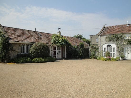 The Lynch Country House: The Coach House (on left)