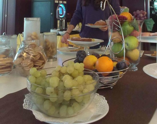 Hotel Imperial : Fruit, biscuits and cakes