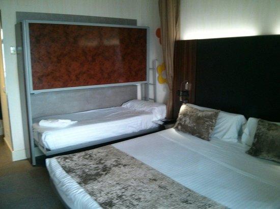 Petit Palace Tamarises: La habitación tenía literas para dos niños