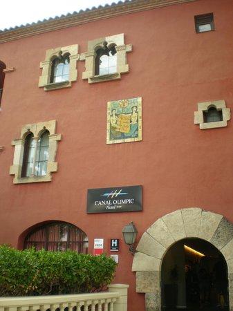 Hotel Canal Olimpic: bonitos detalles de la fachada principal