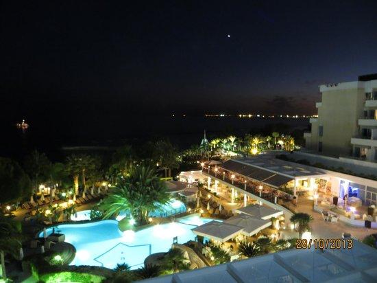 Mediterranean Beach Hotel: At night from the Balcony