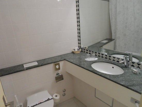Leoneck Swiss Hotel : ванная