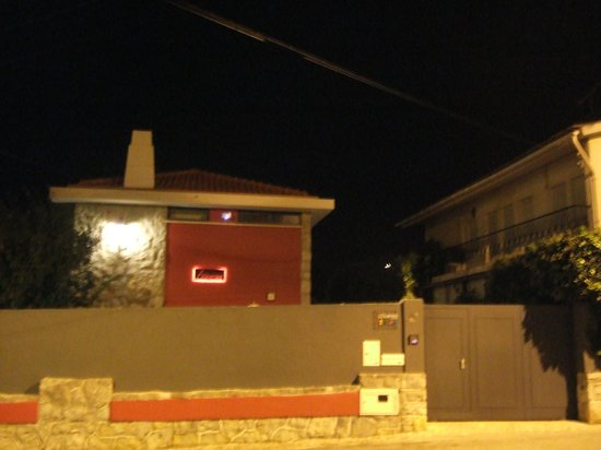 Alquimia Guest House: Front of house by night