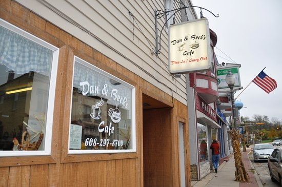 Dan & Beck's Bakery and Deli: Curb view