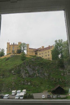 Villa Jägerhaus: View of Hohenschwangau Castle from our room