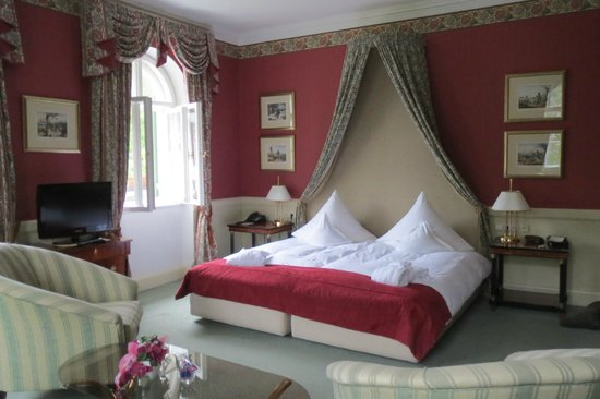 Villa Jägerhaus: Bed in large corner room