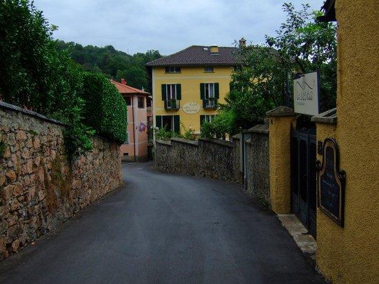 Hotel Villa Carona: ホテル周辺は中世のしっとりした雰囲気