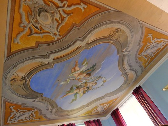 Hotel Villa Carona: ジュニアスイートの天井フレスコ画も美しい