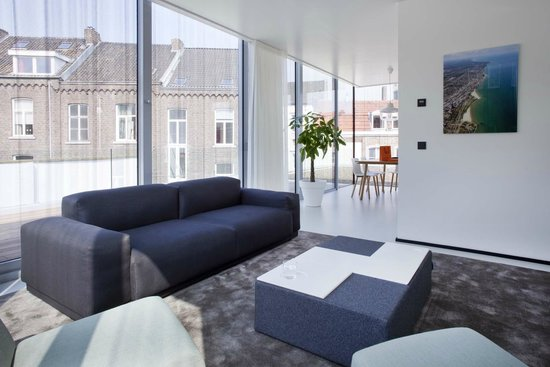 Urban Residences Maastricht : Living room with a view