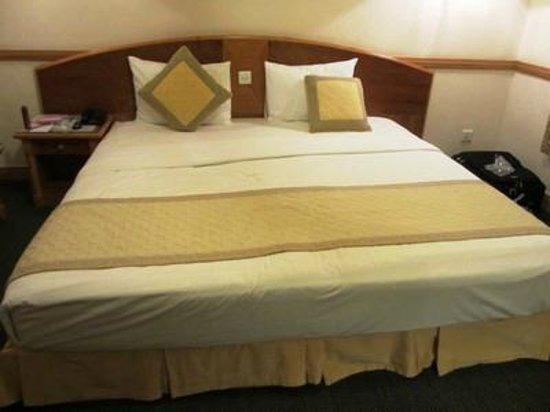 オスカー サイゴン ホテル, ツインは満室だと言われキングサイズのベッドでした