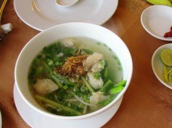 Oscar Saigon Hotel: 日替わりの麺料理