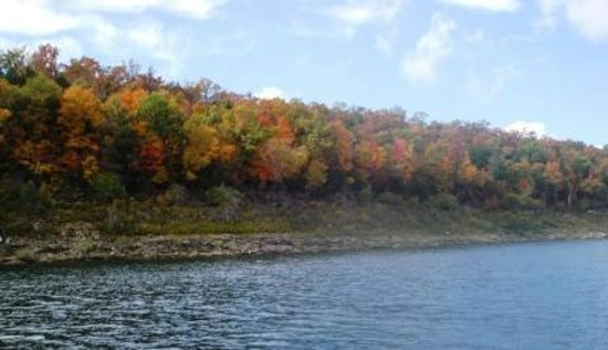 Blue Waters Resort on Bull Shoals Lake: Bluff near Blue waters in the Fall