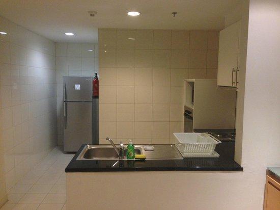 Somerset Berlian Jakarta: kitchen