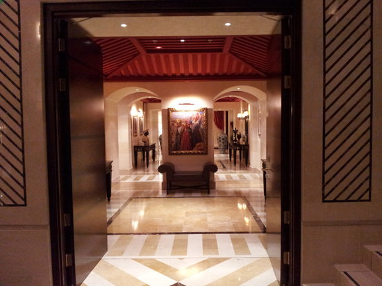 Royal Hotel Oran - MGallery Collection: entrada a uno de  los salones