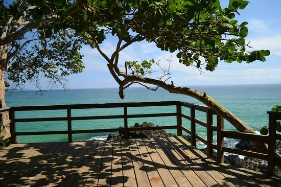 Red Frog Beach Island Resort & Spa : Lookout point beside the Main beach (Behind Punta Lava)