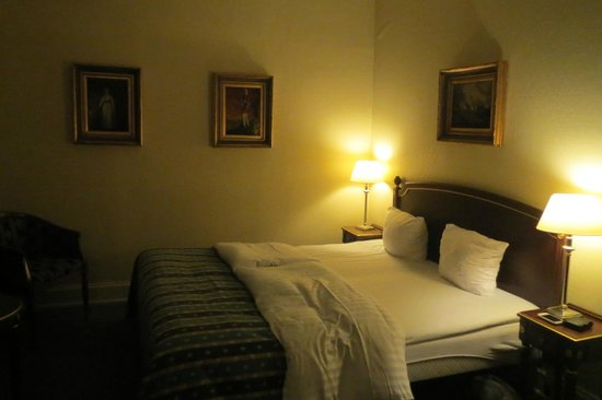 Hotel Danmark - TEMPORARILY CLOSED : Bedroom