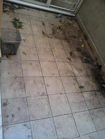 Kensington Aparthotel: otra vista del balcon