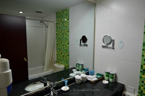 Jade Garden Hotel : Clean bathroom