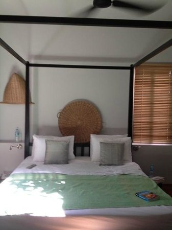 maison557: Bed in pool suite