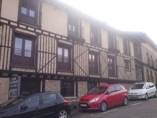 Hotel Spa Villa de Mogarraz: fachada lateral del hotel