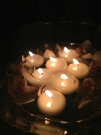 Tulfarris Hotel and Golf Resort: Floating Candles