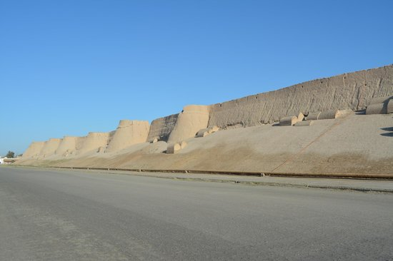 Hotel Asia Khiva: Khiva town walls