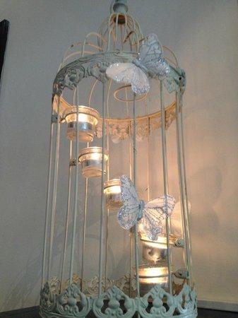 Tulfarris Hotel and Golf Resort : Bird cage