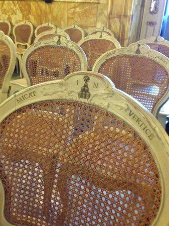 Palazzo Chigi Saracini : Sedie del palazzo dei concerti