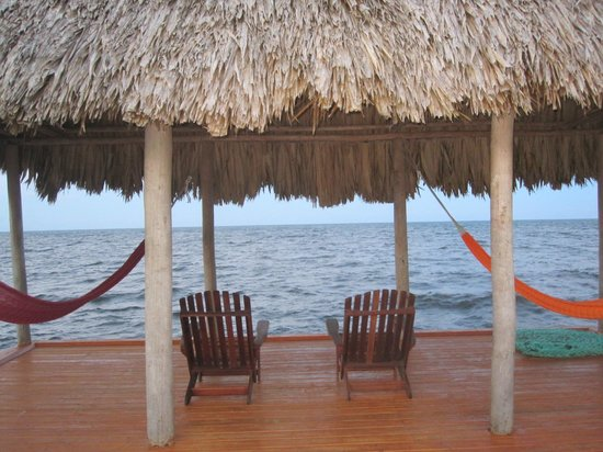 Hamanasi Adventure and Dive Resort: Hammocks at the end of the dock
