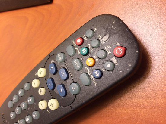 TownePlace Suites Fort Lauderdale West: Filthy remote control