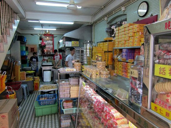 Taipa Village Macau : Pastry shops. Specialties are almond cookies and egg tarts.