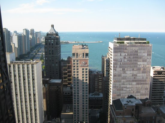 The Ritz-Carlton, Chicago: North View of Lakeshore Drive
