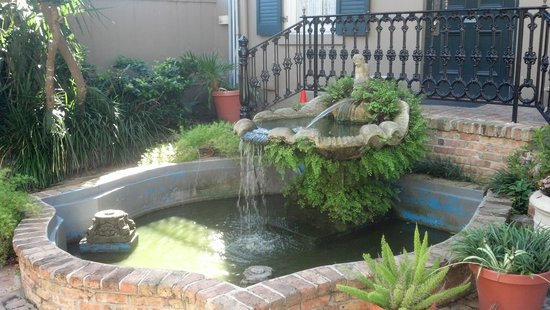 French Quarter Suites Hotel : Courtyard at The French Quarter Inn & Suites