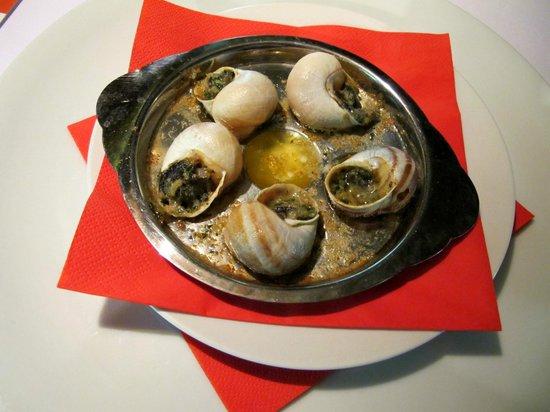 La Bouchee : Escargot, (Lumache, Šneci) al calvados gratinate al formaggio Pont-l'Évêque
