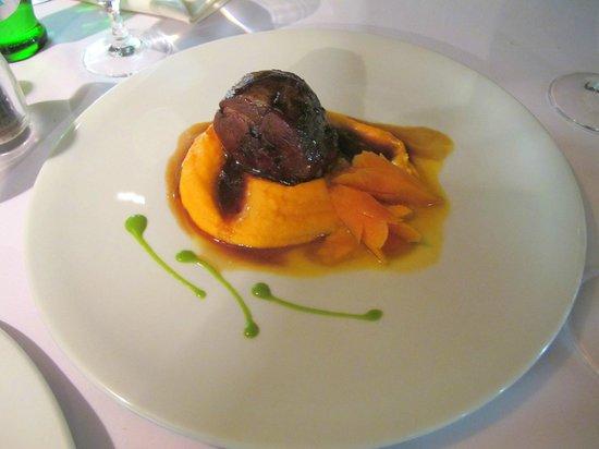 La Bouchee: rollè di agnello, purè di carota e arancio, glassa di arancio e demi-glace di rosmarino