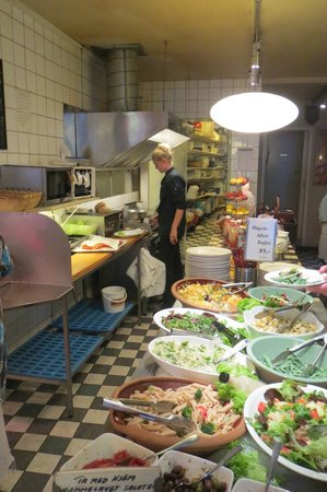 Slagter Stig Stoeberiet: Buffet table with salads