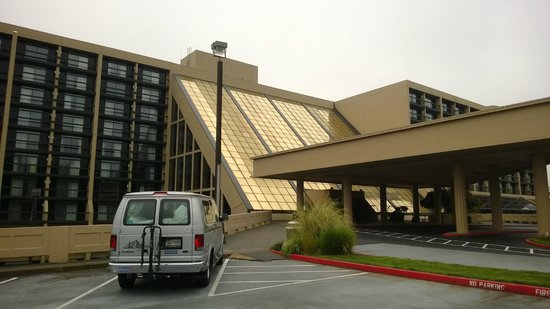 Hilton Bellevue: Вход
