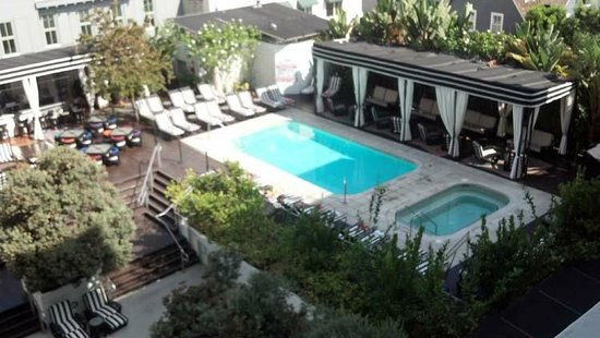Hotel Shangri-La Santa Monica: Pool and whirlpool