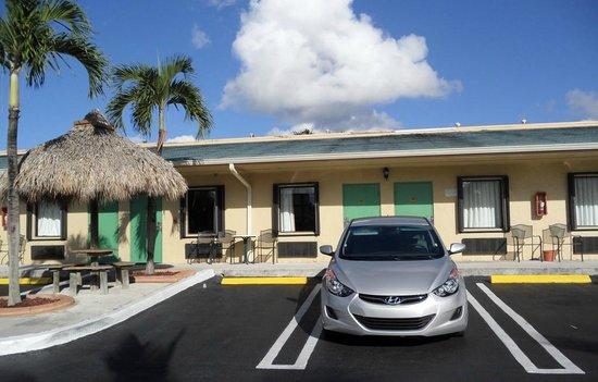 Travelodge Florida City/Homestead/Everglades: Vista de las habitaciones por fuera