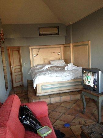 Archontika Karamarlis : Room