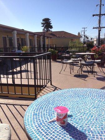 Super 8 Santa Cruz/Beach Boardwalk East: Breakfast terrace