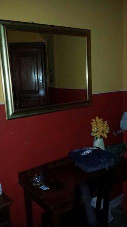 Hotel Europa : Specchio, scrittoio