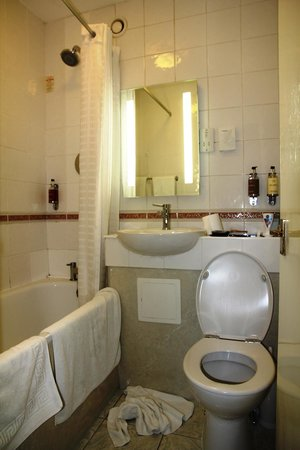 The Clarendon Hotel - Blackheath Village: Bathroom in Tripple Crown (room 82)