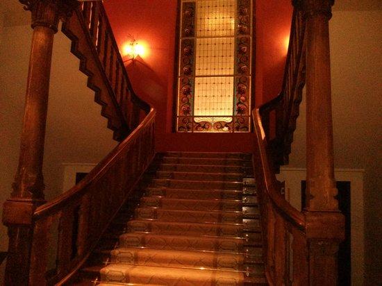 Parador de Limpias: Escalera principal