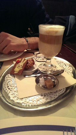 Tearoom Carpe Diem : Desayuno con café blanco (café con leche)