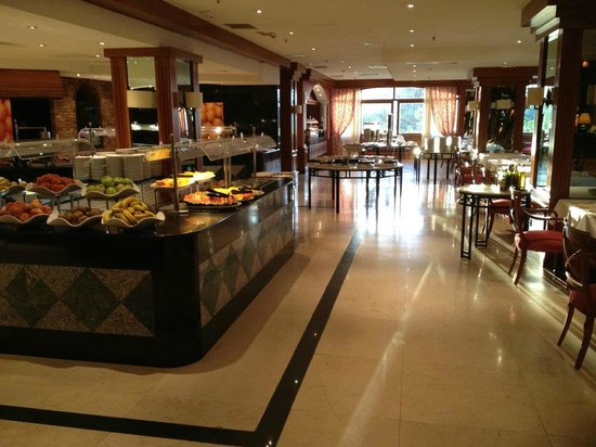 Melia Tamarindos: large breakfast area with terrace