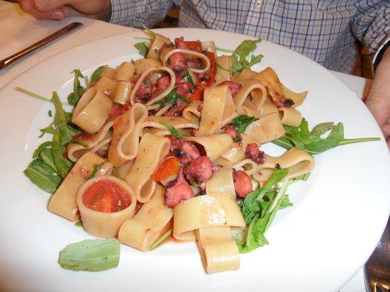 Ristorante Tirreno: Pasta med bläckfisk och ruccola