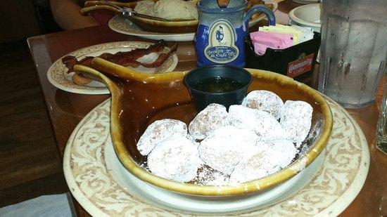Another Broken Egg Cafe: Biscuit Beignets